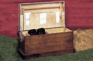 heritage tack trunk with bandage lid