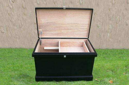 starter trunk in black with open lid